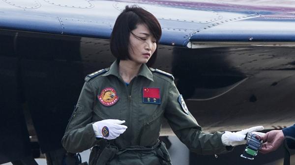 """La horrorosa muerte de """"pavo real dorada"""", la piloto de cazabombarderos más famosa de China"""