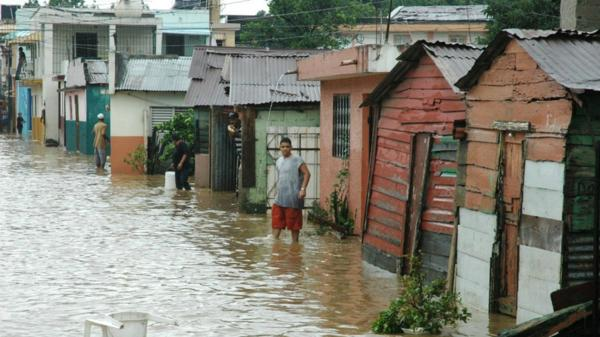 El número de evacuados por las inundaciones en República Dominicana asciende a más de 20.000
