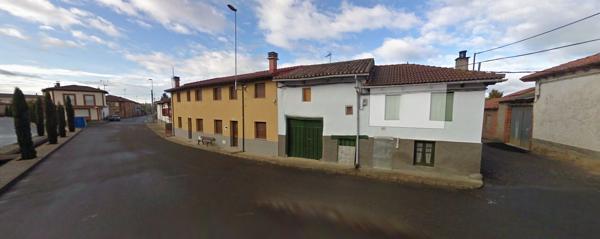 Cerezales del Condado es un pequeño pueblo en la provincia de León, España, donde nació el fundador de Corona