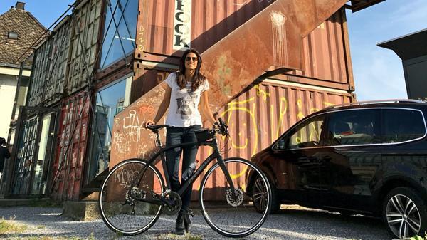 GABRIELA SABATINI - Página 4 ?op=resize&url=https%3a%2f%2fs3.amazonaws.com%2farc-wordpress-client-uploads%2finfobae-wp%2fwp-content%2fuploads%2f2016%2f11%2f28090847%2fGabiela-Sabatini-bicicleta-1920