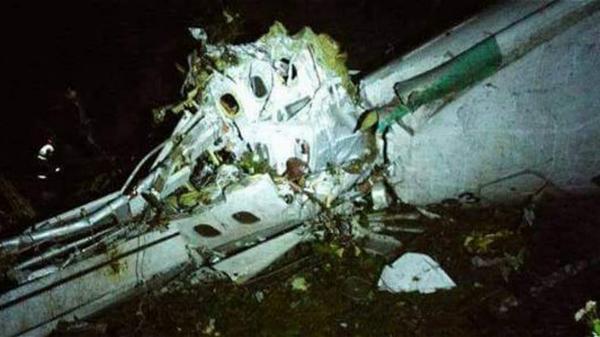 Las primeras imágenes de los destrozos del avión (Defensa Civil)