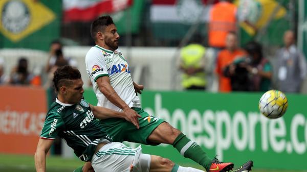 Alan Ruschel en acción, durante un partido por la liga brasileña (Reuters)