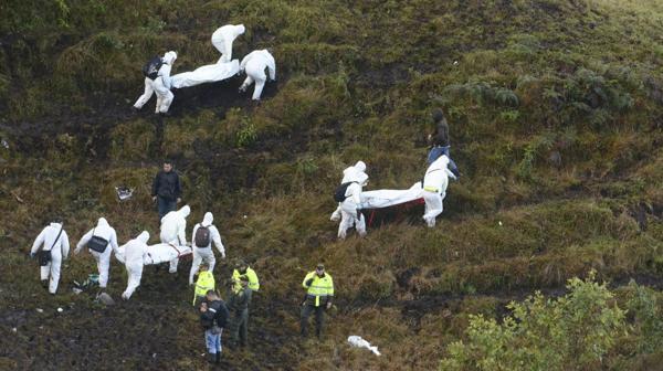 Una de las fotos trágicas de las tareas de rescate (AP Photo)