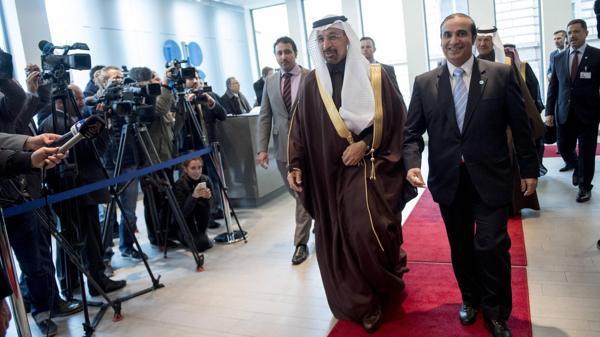 El ministro saudí de Energía, Khalid al-Falih, llega a la cumbre en Viena (AFP)