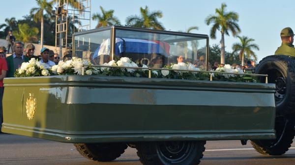 Se inició la caravana que recorrerá Cuba con las cenizas de Fidel Castro