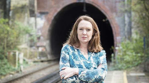 "Paula Hawkins, autora del bestseller ""La chica del tren"""