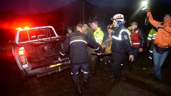 Johan Alexis Ramírez ayudó y guió a los rescatistas en las primeras tareas. Conoce como nadie el Cerro El Gordo, en La Unión (AFP)