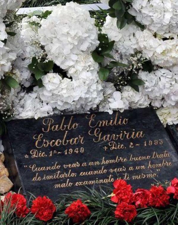 La lápida donde descansan los restos de Pablo Emilio Escobar Gaviria