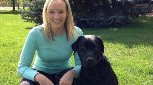 Rachel Crawford, la coordinadora del Programa de Testigos Infantiles, junto a Merel