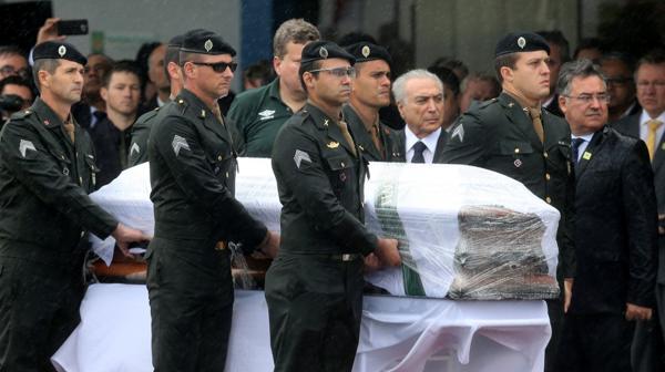 El presidente Michel Temer estuvo en el aeropuerto de Chapecó (Reuters)