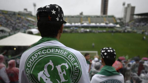 El club Chapecoense quedó desbastado tras el accidente aéreo (AFP)