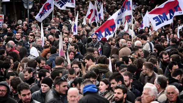 El plan de austeridad votado por el parlamento griego incluye recortes salariales y suba de impuestos (AFP)