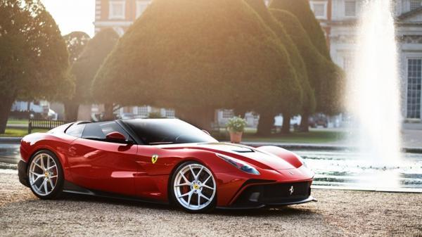 La Ferrari F12 TRS, que no tiene techo, quizá sea uno de los autos más bonitos de la casa italiana