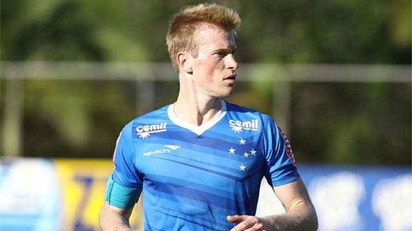 Douglas-Grolli jugó también en Gremio, Sao Caetano y Londrina