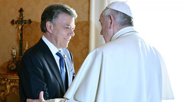 Uribe se sumó a la reunión entre Santos y el Papa por pedido del propio Francisco (AFP)