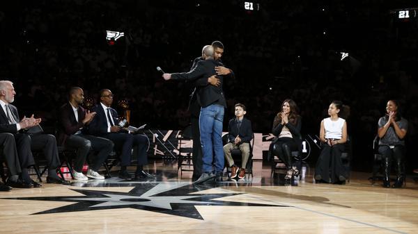 El abrazo de Manu con Duncan el día de su despedida (AFP)