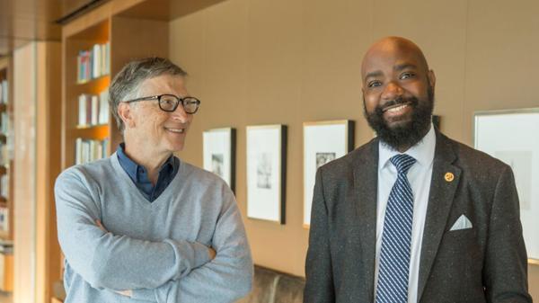 Bill Gates junto al profesor Nate Bowling