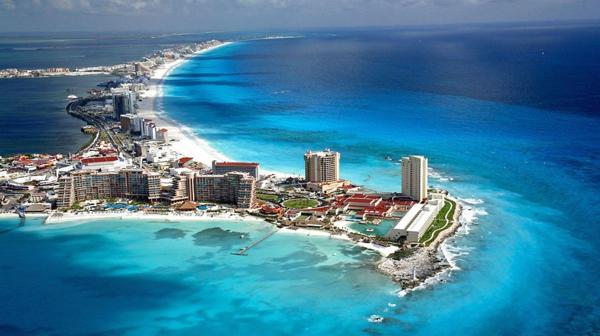 Ubicado en el noreste de la Península de Yucatán, Cancún es considerado como la puerta de entrada al Mundo Maya
