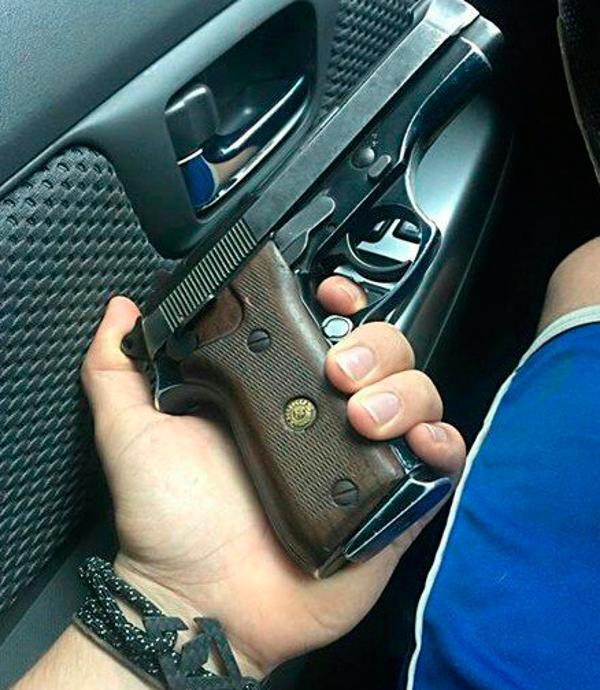 El hombre difundió la foto de esta pistola