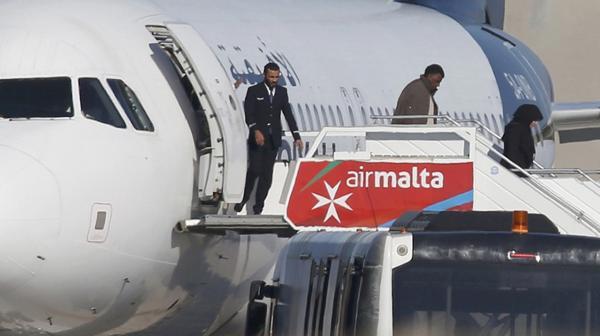 82 hombres, 28 mujeres y un niño conformaban la lista de pasajeros (Reuters)