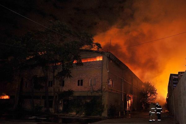 El siniestro afectó a un depósito de cosméticos y una fábrica de muebles (Prensa – Municipio de Tigre)