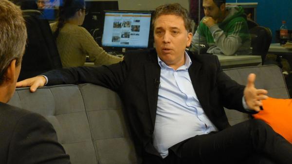 El economista Nicolás Dujovne en los estudios de InfobaeTV.