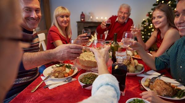 En la cena de fin de año se llegan a consumir hasta 3 mil calorías (iStock)