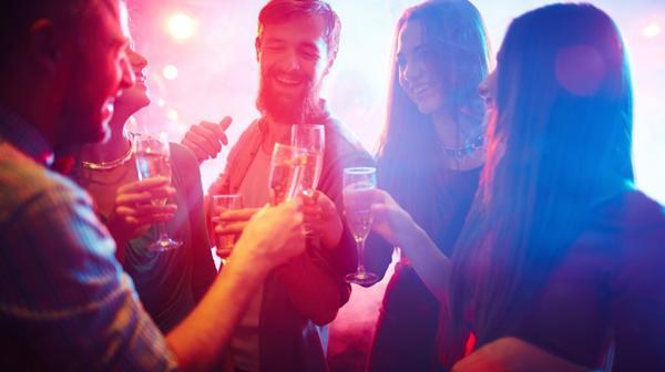La ingesta de alcohol también aumenta durante estas fechas (iStock)