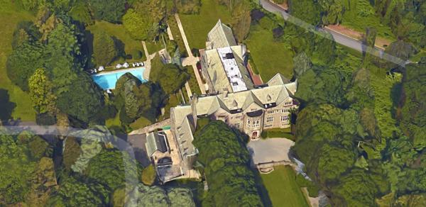 Diferentes tomas aéreas de una de las mansiones que Rusia utilizaba como centro de espionaje (Google Maps)