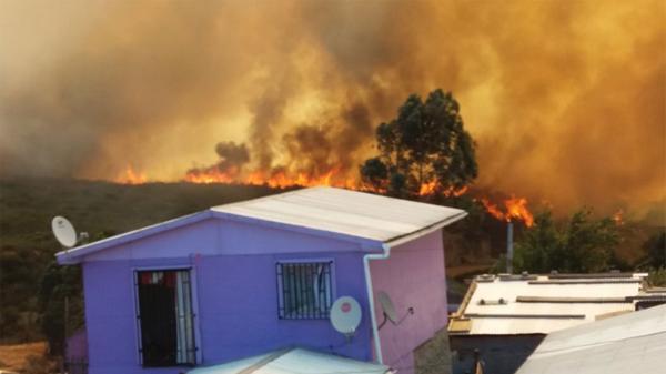 Impactantes imágenes del incendio en Valparaiso