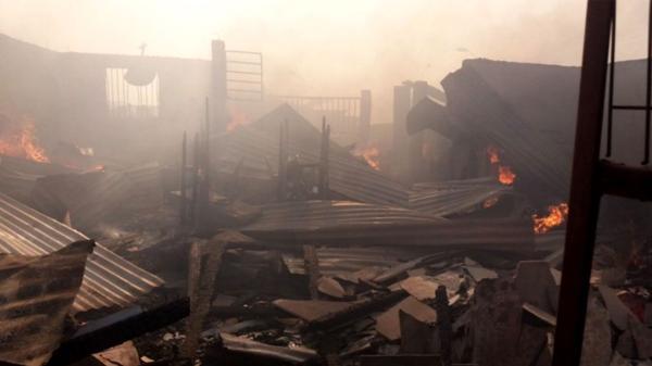 Impactante imagen de una vivienda destruida por el incendio