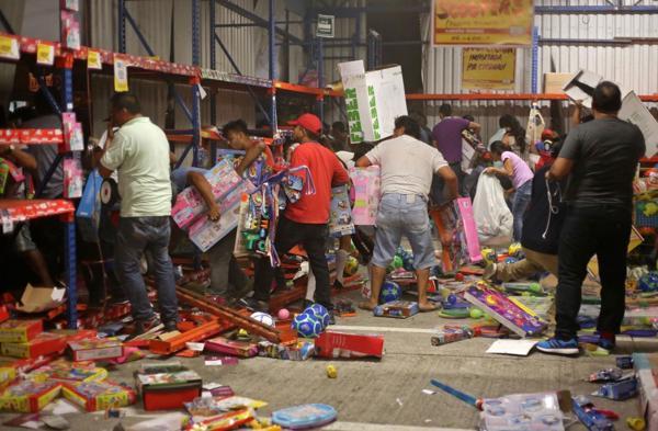 Saqueos en una tienda de Veracruz (AP)
