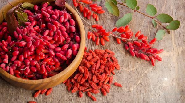 Estas bayas de un color rojo intenso que poseen vitamina C, vitamina B2, hierro, selenio y antioxidantes (IStock)