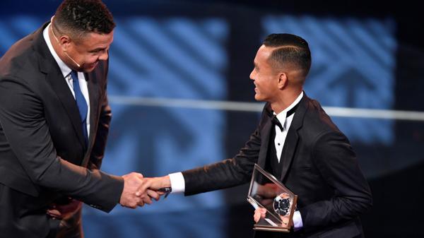 Un futbolista malayo se quedó con el premio Puskas al mejor gol del 2016