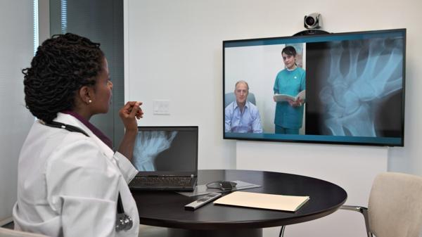 La telemedicina supone tratamientos a distancia que educe y haga más responsables a los pacientes de su enfermedad