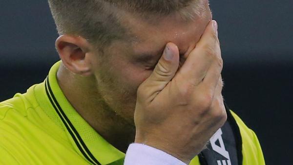 El gesto de dolor del eslovaco después de recibir el golpe (Reuters)